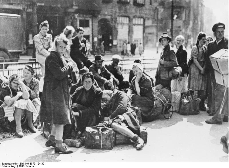 bundesarchiv bild 146 1977 124 30 berlin fluechtlinge - Abkommen über die Rechtsstellung der Flüchtlinge